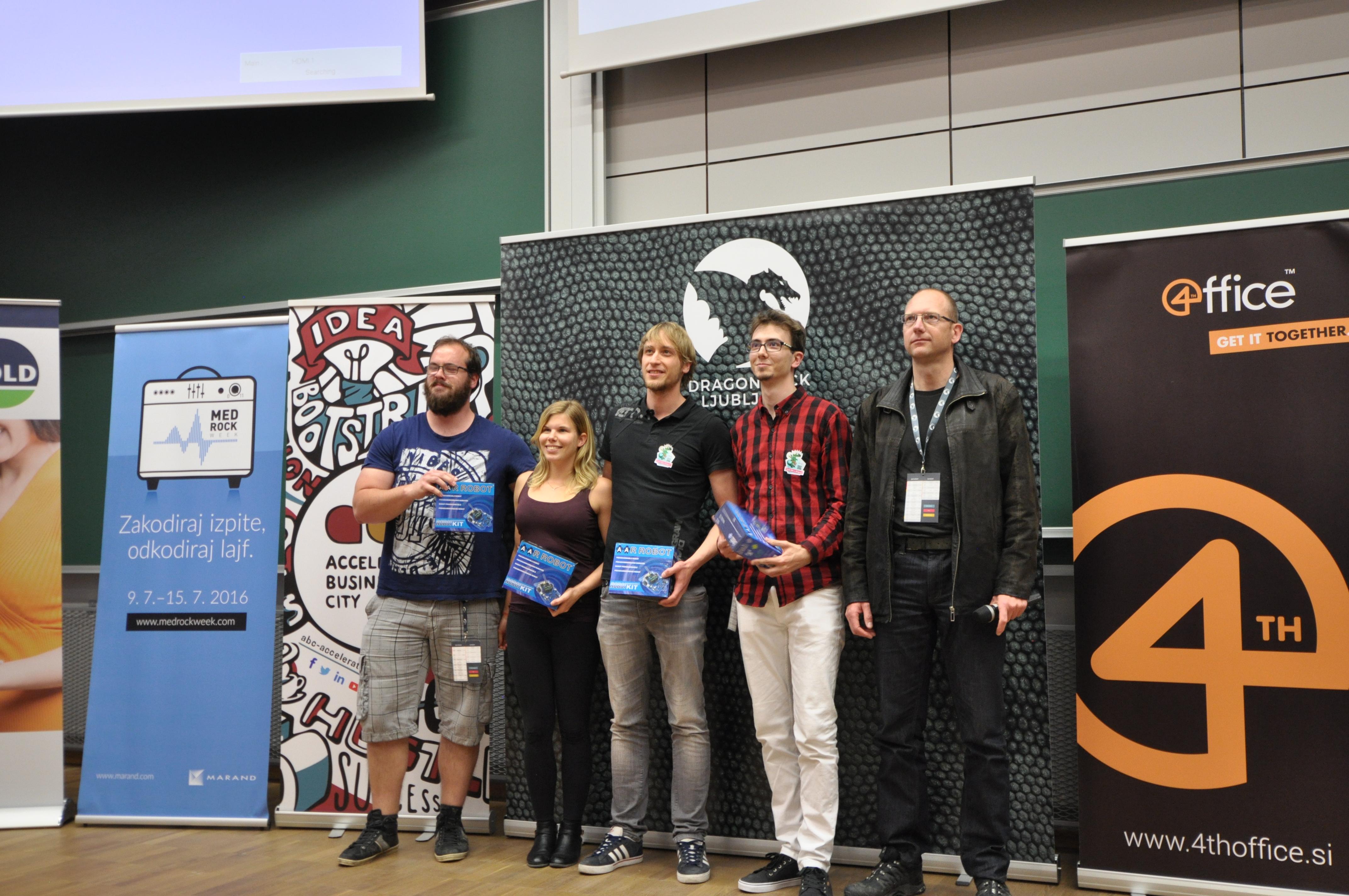 Marko Gombač iz Result d.o.o. z zmagovalci, eipo Hackapong